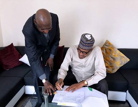 Buhari-signs-Deep-Offshore
