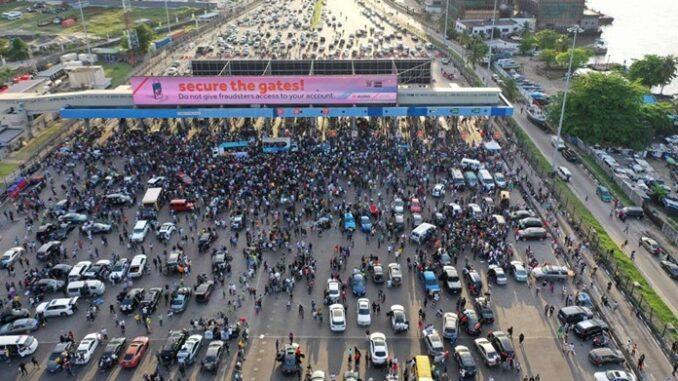 lekki-toll-gate-protest-1-678x381